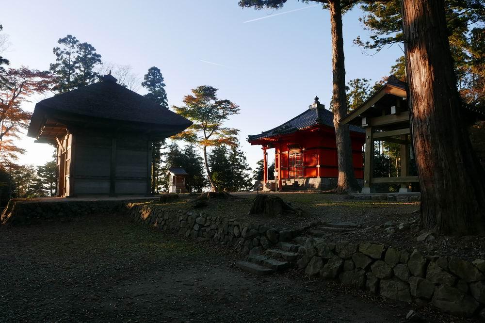 松島四大観麗観(富山)頂上到着付近の風景写真