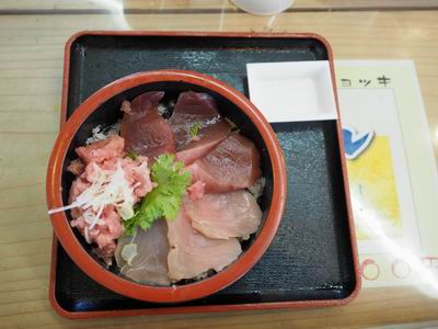 松島おさかな市場のマグロ三色丼の写真