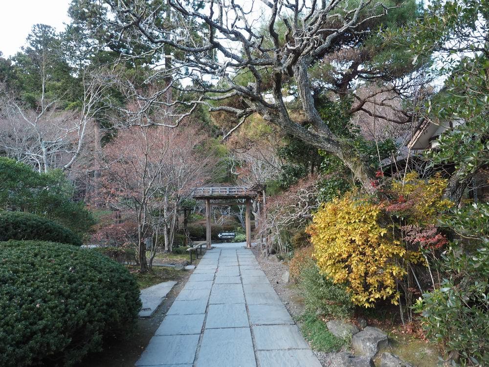 円通院の初冬の風景内門を望む写真画像