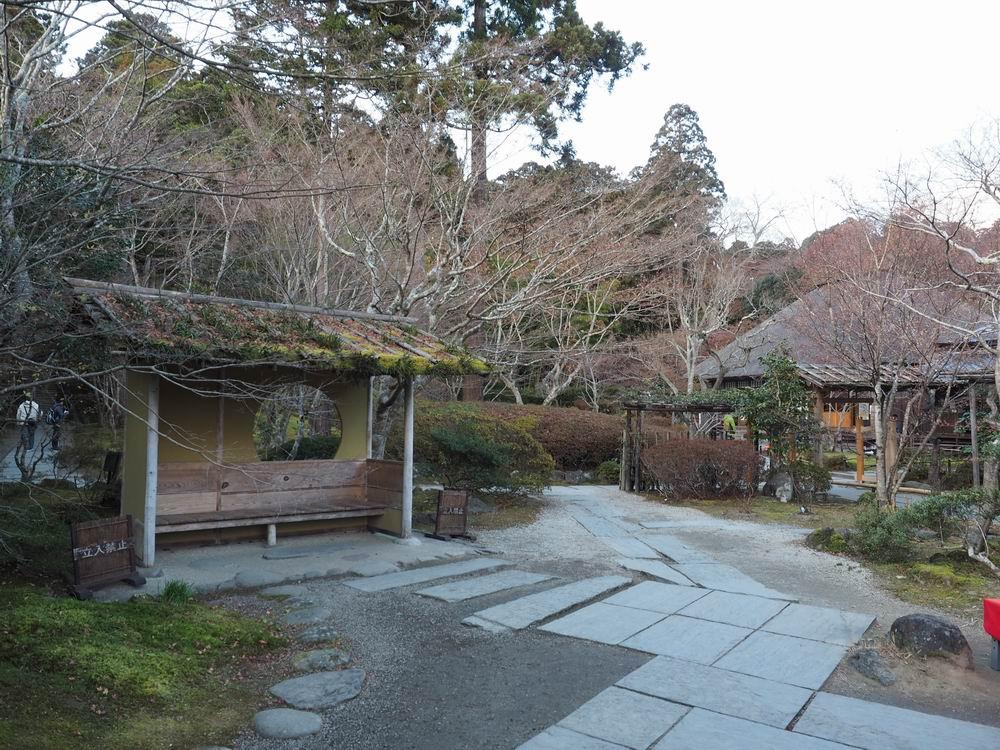 円通院内部のあずまや晩秋の風景写真