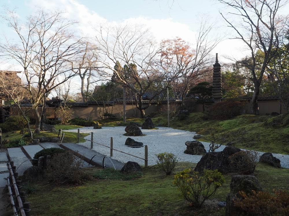 円通院の晩秋の風景の写真向きを変えて