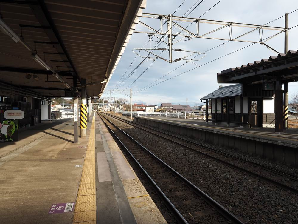 JR東北本線平泉駅のホームの風景
