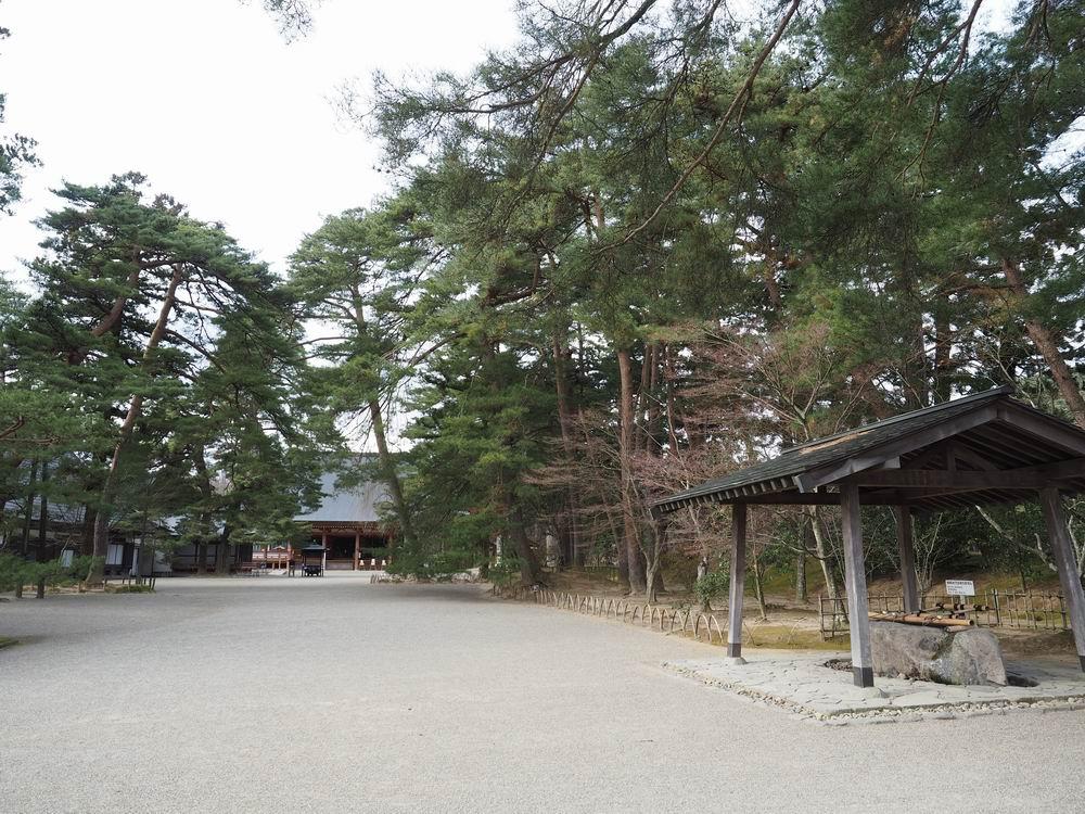 毛越寺の手洗い所の風景