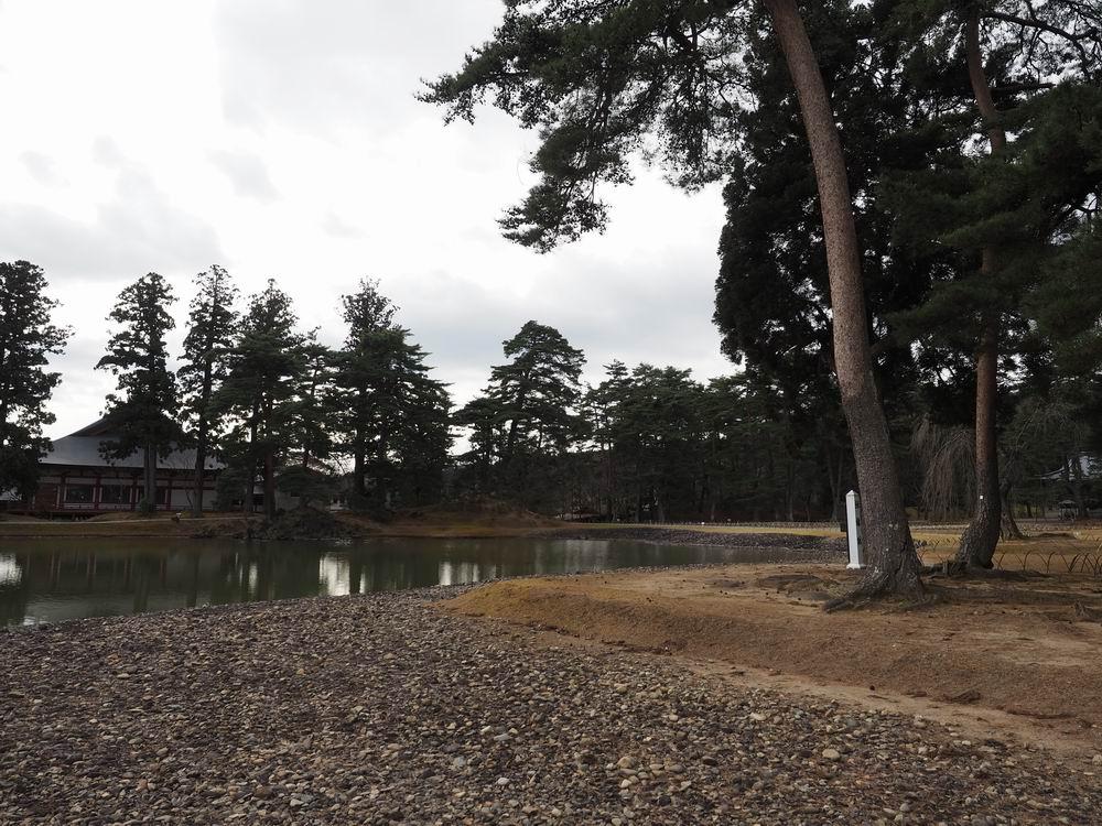 毛越寺庭園の白州を連想させる場所の写真
