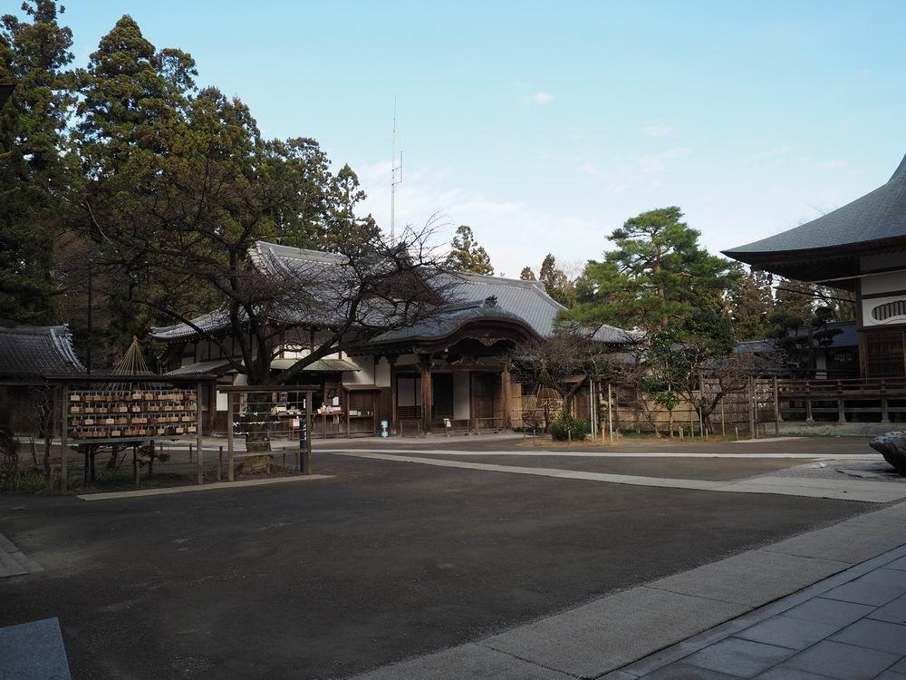 中尊寺本堂脇の庫裏の写真