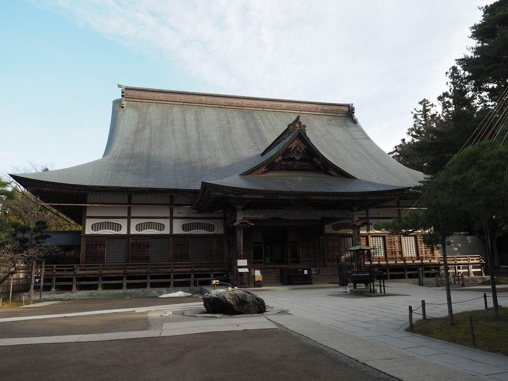 中尊寺本堂の全景写真