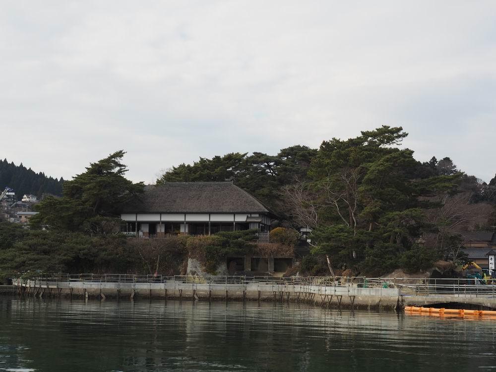 松島観欄亭を海側から見た風景