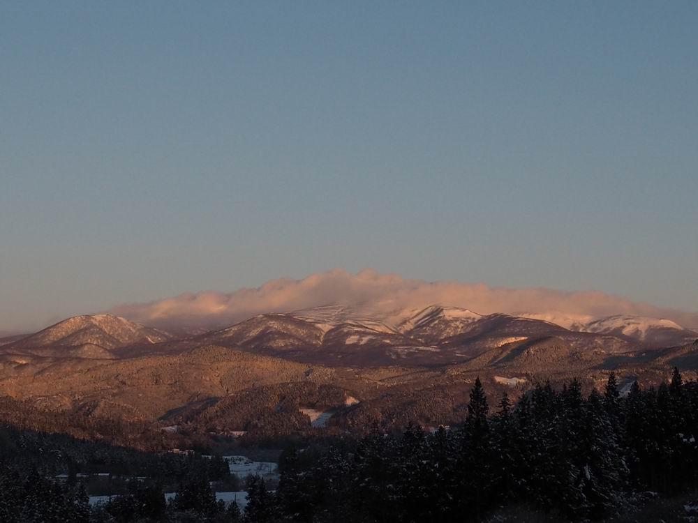 栗駒山の朝日の風景