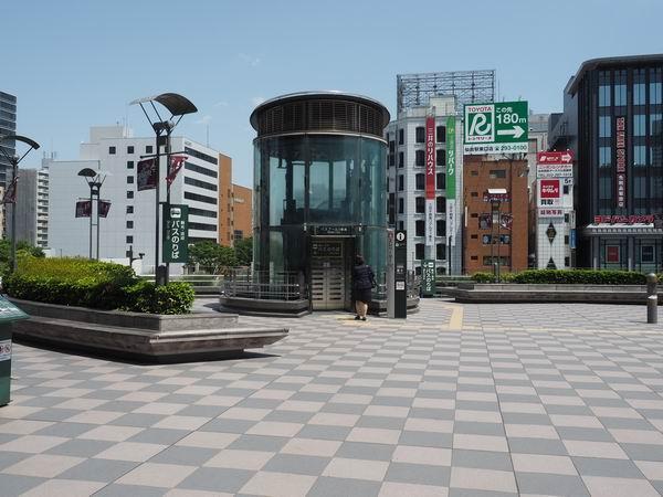 仙台駅待ち合わせ東口外のエレベーター前