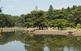 毛越寺初夏の大泉が池の風景